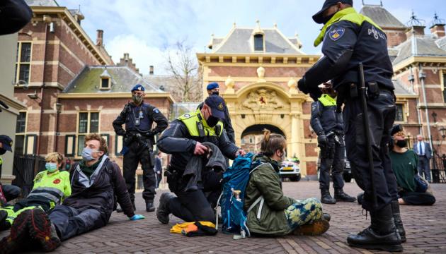 У Нідерландах розігнали кліматичну акцію протесту, десятки арештованих