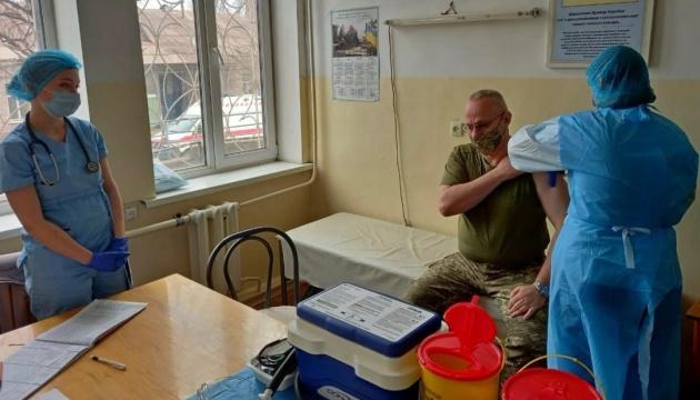 Хомчак у районі ООС вакцинувався від коронавірусу