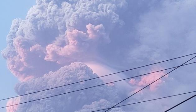 На острові Сент-Вінсент евакуюють населення через виверження вулкана