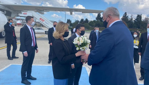 Zelensky llega en visita a Turquía