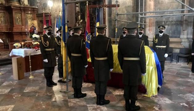 リヴィウ市にて、死亡した軍人の告別式開催