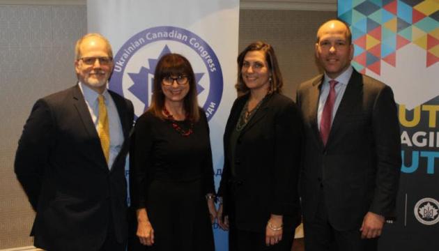Canada's FM meets with Ukrainian diaspora representatives
