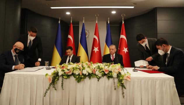 Україна і Туреччина підписали угоду про будівництво житла для кримських татар