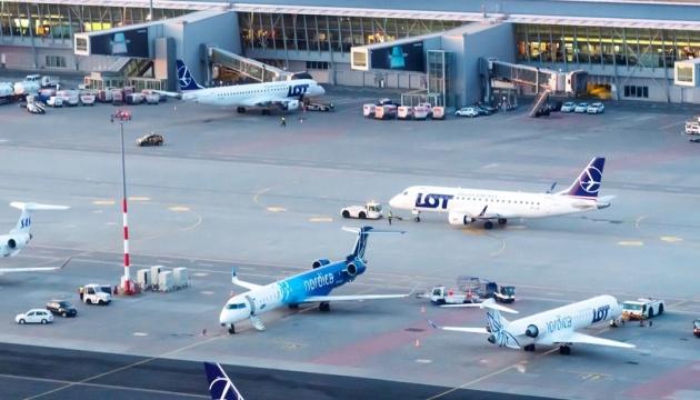 У Варшаві шукали вибухівку на літаку з Києва