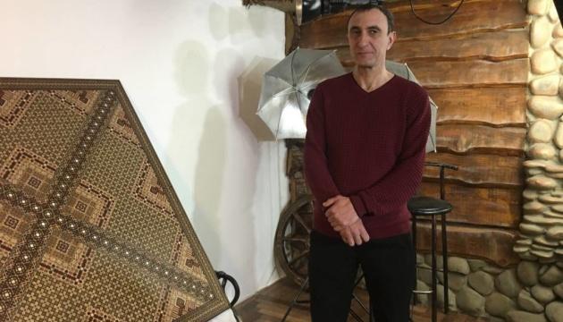 Крымский татарин создал уникальное мозаичное панно и зарегистрировал рекорд Украины