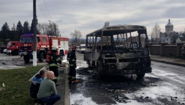 У Дрогобичі під час руху загорівся автобус, постраждав водій