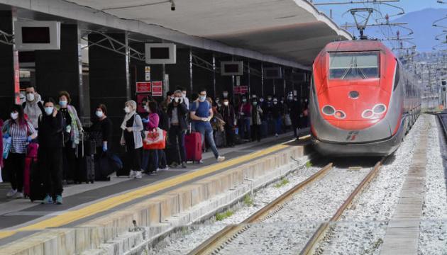 Італія планує запустити «вільні від коронавірусу» потяги — ЗМІ