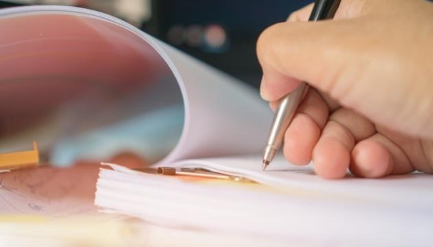 Закон про тюрьму за ложь в декларациях пошел на подпись Президенту