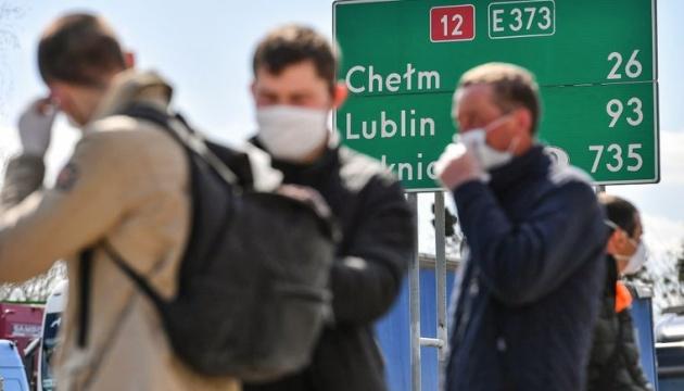 Працівників з України, попри локдауни, чекають у Польщі