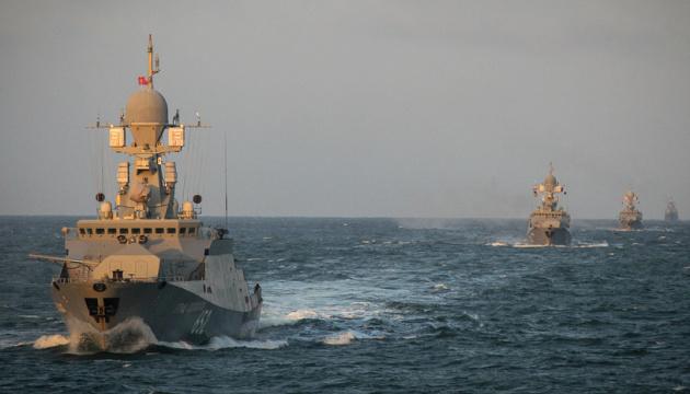 В Черное море на «учения» заходят 15 военных кораблей РФ