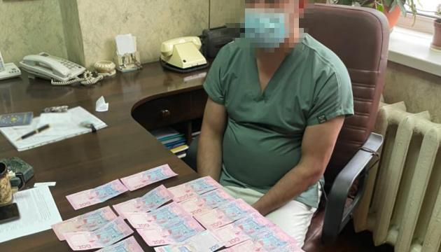 У Києві лікарі вимагали хабар за видачу тіла померлої від COVID-19 у відкритій труні