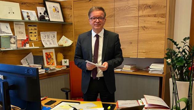 Голова МОЗ Австрії йде з посади через виснаження