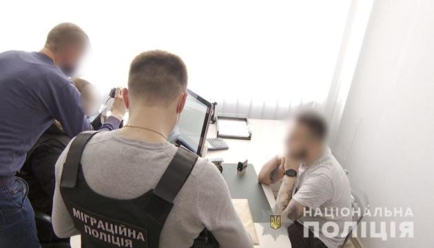 Поліція викрила банду, яка виготовляла фальшиві дипломи