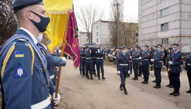 На Харківщині попрощалися з бійцем ЗСУ, загиблим біля Золотого