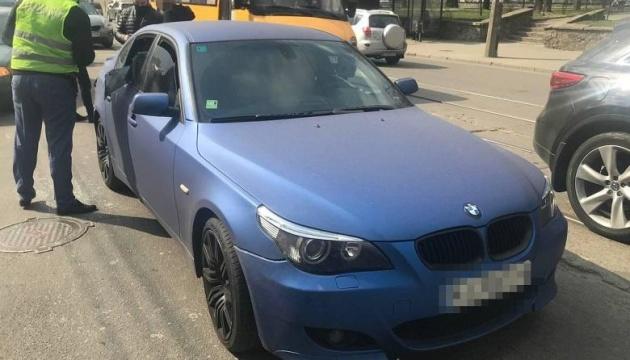 У Києві спецоперація - шукають грабіжників, які викрали сумку з авто