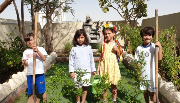 Українська громада в Абу-Дабі залучила дітей до проєкту «Озеленення планети»