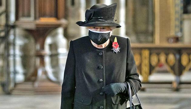 Королева Єлизавета II заборонила одягати військову форму на похорон чоловіка – ЗМІ