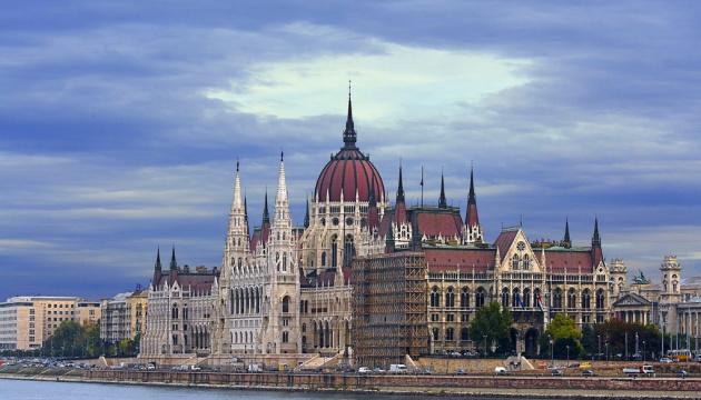 Ucrania y Hungría firman un memorándum que promoverá la cooperación económica entre empresas