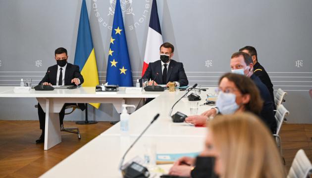 La France, l'Allemagne et l'Ukraine réclament le retrait des troupes russes de la frontière ukrainienne