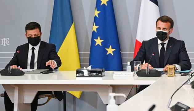 Merkel, Selenskyj und Macron fordern Russland auf, Truppen von ukrainischer Grenze abzuziehen