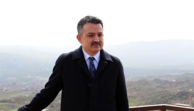 У Туреччині літак з міністром на борту здійснив аварійну посадку
