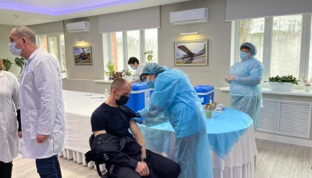 МВС вакцинує близько 800 тисяч співробітників та їхні родини
