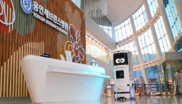 У Південній Кореї представили першого у світі робота-дезінфектора з 5G
