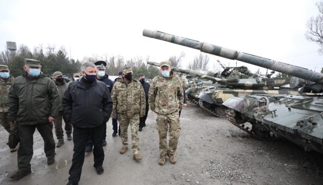 Аваков проінспектував позиції підрозділів МВС на сході України