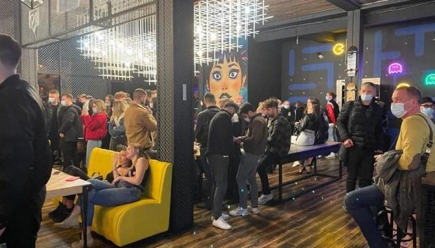 У Києві через порушення карантину закрили ще три ресторани і два нічні клуби