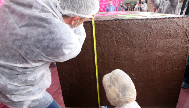 У Харкові приготували шоколадний батончик вагою понад 3 тонни