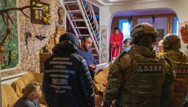 Оформляли во Франции «беженцев»: в Украине ликвидировали канал торговли людьми