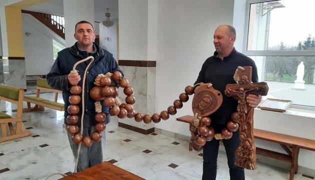 На Прикарпатті створили 5-метрову вервицю