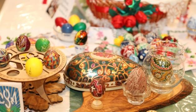 Українці в Мадриді провели виставку українського писанкового мистецтва