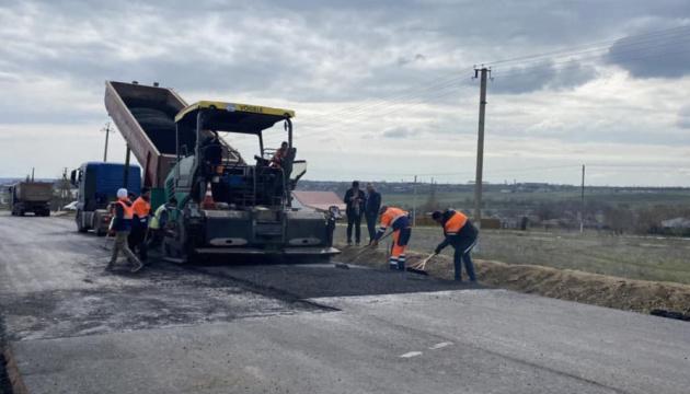 Укравтодор продовжує ремонтувати дорогу до курортного Очакова