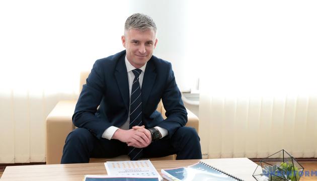 В Україні набув чинності закон, що дозволяє держслужбовцям працювати на бізнес - НАЗК