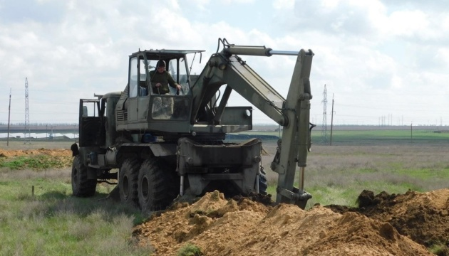 Українські військові обладнують бойові позиції на південному напрямку - Генштаб