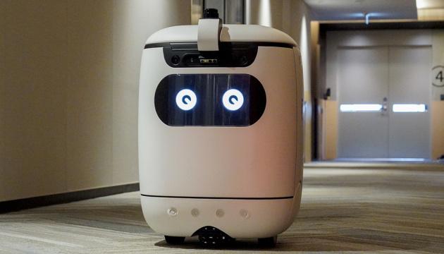 В Японии тестируют робота-курьера, который сам ездит в лифте
