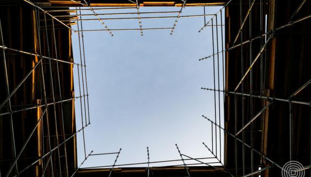 «Куб» на аллее Героев Небесной Сотни демонтируют