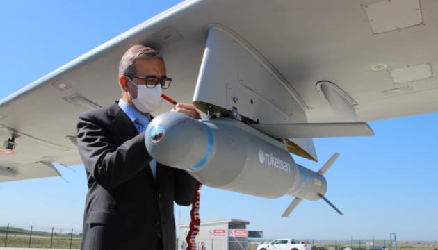 Турецький безпілотник з українським двигуном провів перші успішні стрільби