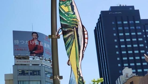 東京ミッドタウンでウクライナ作家のこいのぼり展示