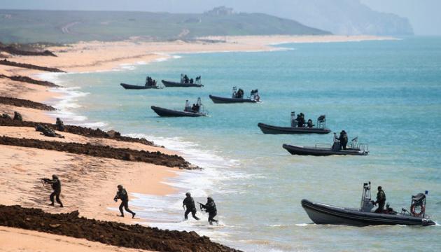 У Росії заявляють, що повертають свої війська з «навчань у Криму»