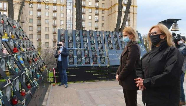 Kondratiuk i wiceprzewodnicząca polskiego Sejmu uhonorowali Bohaterów Niebiańskiej Sotni
