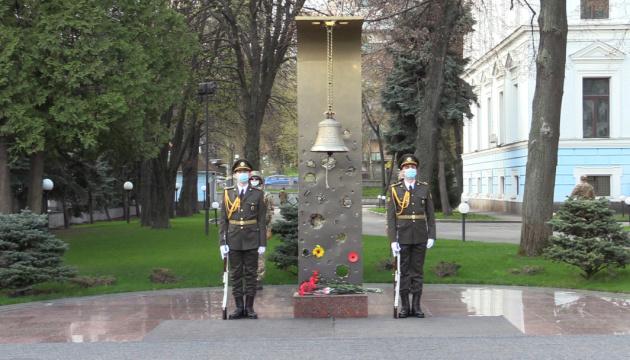 У Міноборони вшанували полеглих шість років тому на Сході захисників України