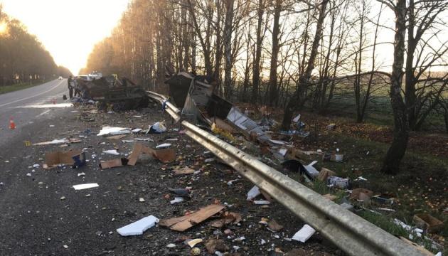На Вінниччині зіткнулися вантажівки Mercedes і DAF – водії загинули
