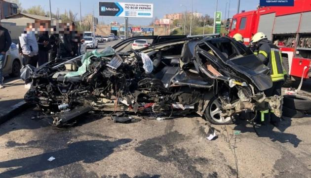 В Одессе в результате ДТП иномарку разорвало на части