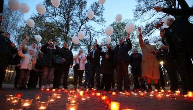 До роковин аварії на ЧАЕС у центрі Харкова запалили свічки