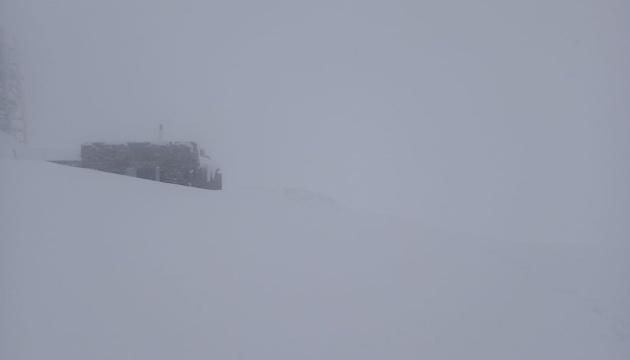 У Карпатах падає сніг і 5° морозу