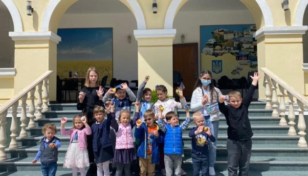 В Азербайджані провели майстер-клас з розфарбування українських писанок