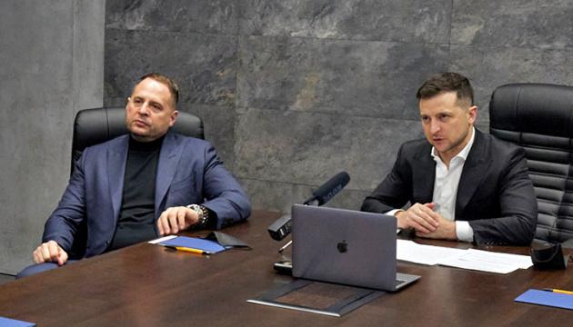 Zelensky instruye a Yermak para que acuerde sobre una reunión con Putin