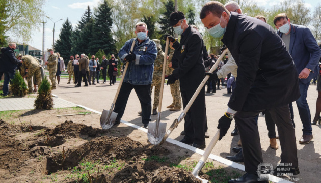 У Краматорську з нагоди роковин трагедії на ЧАЕС висадили 35 кущів білих троянд
